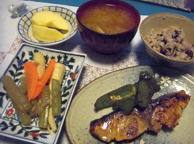 R0015884_0208夜-ぶりの照り焼き、春野菜うま煮、赤豆ご飯、みそ汁、リンゴ_400.jpg