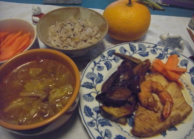 R0015948_0221夜-カジキとエビのソテー、キャベツスープ、人参サラダ、雑穀ご飯_400.jpg