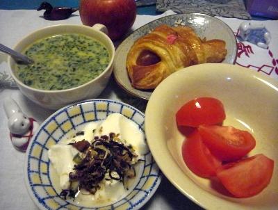 R0016084_0324夜-トマト、ヨーグルト、ほうれん草スープ、桜あんパイ_400.jpg