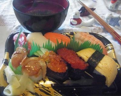 R0016156_0407昼-にぎり寿司、お吸い物_400.jpg