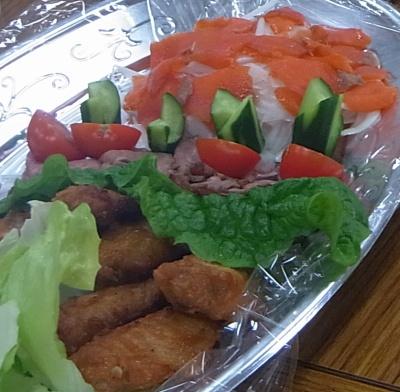 R0016172_0408夜・懇親会-サーモン、チキン、ローストビーフ、野菜_400.jpg