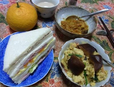 R0026429_0413夜-煎り豆腐にシイタケ含め煮、ポークビーンズ、ミックスサンド、甘夏、カフェオレ_400.jpg