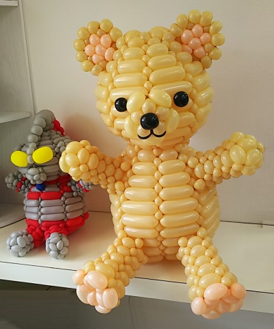 DSC_0109美容室の風船熊とウルトラマン_400.jpg