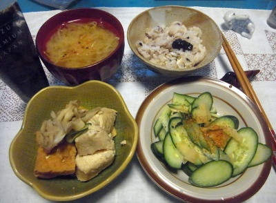 R0016249_0423夜-鶏と厚揚げとマイタケ炊き合わせ、キュウリサラダ、みそ汁、海苔の佃煮、雑穀ご飯_400.jpg