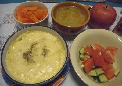 R0016273_0501夜-卵豆腐チーズスフレ、トマトサラダ、人参グラッセ、みそ汁_400.jpg