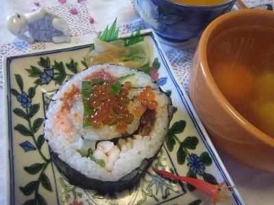R0016301_0506昼-海鮮海苔巻き、卵スープ_400.jpg
