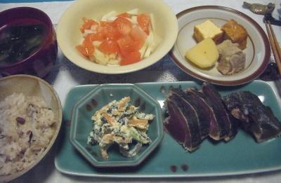 R0016310_0507夜-カツオのたたき、白和え、ポークスープ煮、トマト大根サラダ、わかめみそ汁_400.jpg