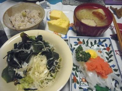 R0016328_0511夜-わかめサラダ、イカそうめん明太子のせ、卵焼き、さつま揚げの味噌汁、枝豆ご飯_400.jpg