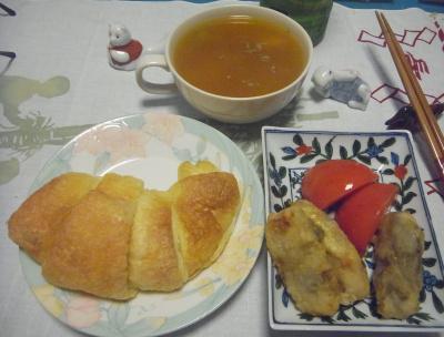 R0016375_0521深夜-クロワッサン、鶏しそ揚げ、トマト、スープ_400.jpg