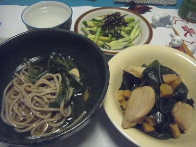 R0016381_0522夜-蕎麦、カツオ煮物、わかめ、キュウリサラダ、蕎麦湯_400.jpg