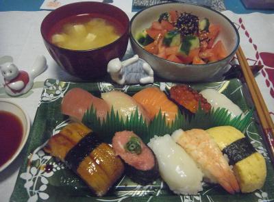 R0016460_0614夜-にぎり寿司、サラダ、みそ汁_400.jpg