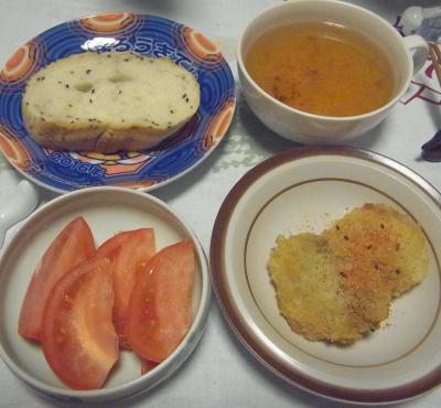 R0016470_0617深夜-チキンフライ、トマト、胡麻パン、スープ_400.jpg