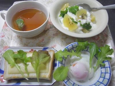 R0016667_0724昼-ガーデンレタス尽くし卵、チーズトースト、キーウィヨーグルト、スープ_400.jpg