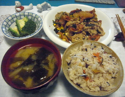R0016734_0801夜-シラスすし飯、ポーク炒め、わかめみそ汁、ゴーヤ_400.jpg