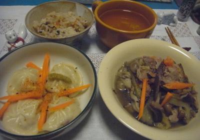 R0016772_0808夜-小籠包、ナスとポーク炒め、すし飯、スープ_400.jpg