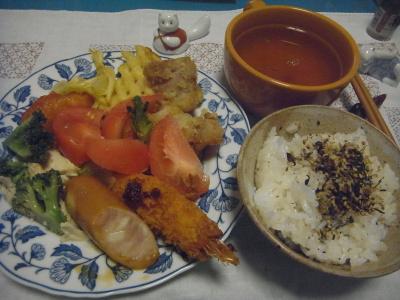 R0016781_0811夜-おかず盛り合わせ、ふりかけご飯、スープ_400.jpg