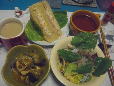 R0016786_0812夜-鶏とナスのカレー、シラスサラダ、キャベツサンド、スープ、ミルクティ_400.jpg