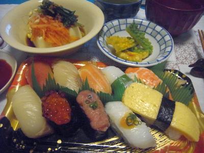 R0016801_0816深夜-にぎり寿司、ゴーヤサラダ、ナムル奴_400.jpg