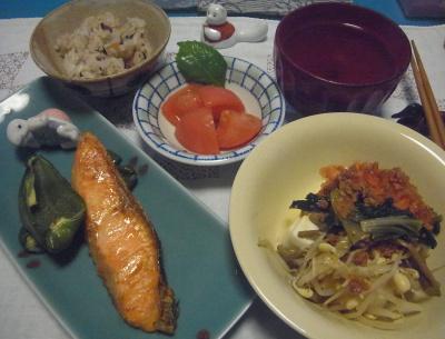 R0016807_0818夜-鮭焼き、ナムル奴、トマト、スープ、すし飯_400.jpg