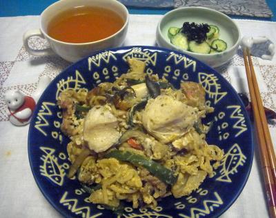R0016812_0822夜-チキン焼きそばカレー風味、キュウリ酢の物、スープ_400.jpg