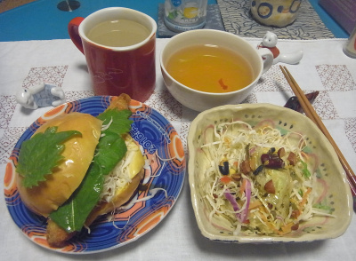R0016871_0829夜-フィッシュバーガー、サラダ、スープ、ミルクティ_400.jpg