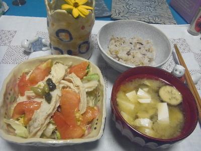 R0016873_0830夜-チキンサラダ、豆腐とナスの味噌汁、おこわ_400.jpg