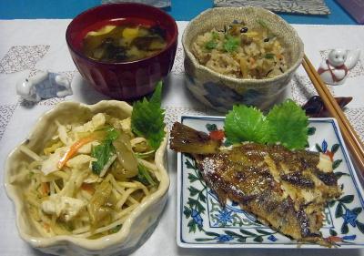 R0016922_0910夜-あさりご飯炊きたて、カレイムニエル、ザーサイと蒸し鶏のサラダ、豆腐とわかめの味噌汁_400.jpg