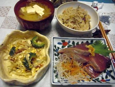 R0017028_1005夜-かつお刺身、ゴーヤとモヤシの卵とじ、あさりご飯、豆腐みそ汁_400.jpg