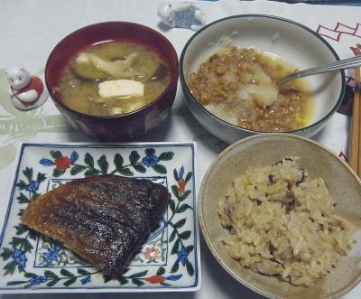 R0017139_1023夜-ほっけ焼き、あさりご飯、おろし納豆、みそ汁_400.jpg