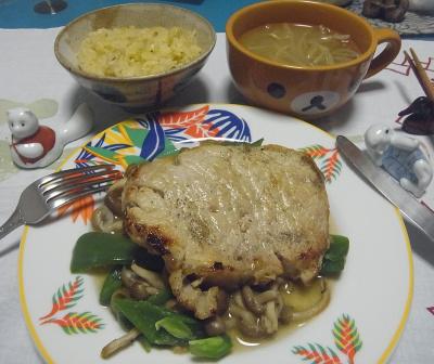 R0017170_1029夜-ポークステーキ、サンマご飯、モヤシスープ_400.jpg