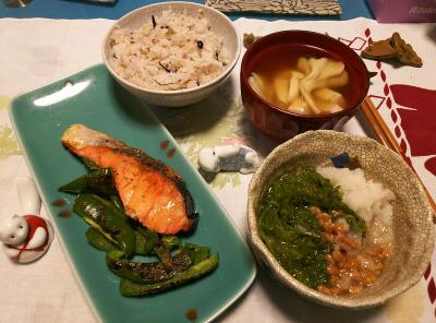 DSC_0796_1105夜-鮭ピーマン焼き、めかぶおろし納豆、まいたけと豆腐のお吸い物、雑穀ご飯_400.jpg