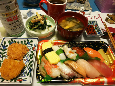 DSC_0820_1110夜-にぎり寿司、ヒレカツ、牛蒡コロッケ、ほうれん草和え物、みそ汁_400.jpg