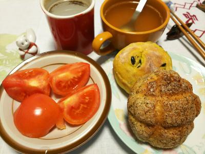 DSC_0852_1117夜-ハーブメロンパン小、マメパン、トマト、スープ_400.jpg
