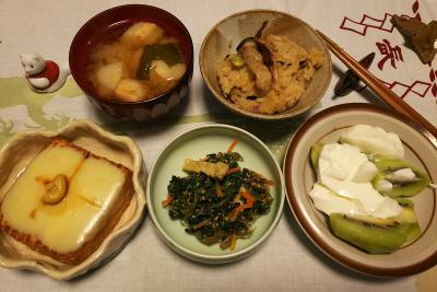 DSC_0913_1124深夜-サンマオレンジご飯、厚揚げチーズ焼き、ほうれん草の和え物、麩の味噌汁、キーウィヨーグルト_400.jpg