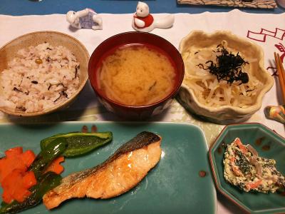 DSC_1150_1211夜-生鮭ソテー、白和え、茹でモヤシ、みそ汁、雑穀ご飯_400.jpg