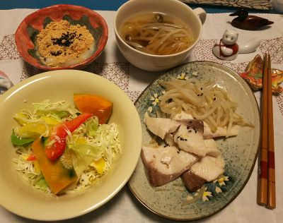 DSC_1262_1226夜-かぼちゃサラダ、鰤ソテー、スープ、きな粉餅_400.jpg