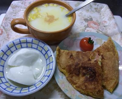 R0032889_0114昼-海老入りパンケーキ、コーンスープ、ヨーグルト_400.jpg