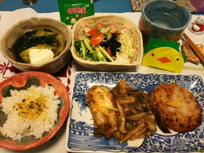 DSC_1428_0118夜-ひよこチップ入りのりたま、白ご飯、豆腐バーグ、チキンソテー、牡蠣炒め、豆腐スープ、わかめサラダ_400.jpg
