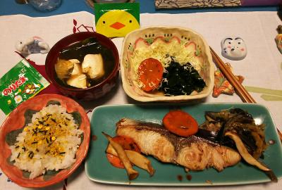 DSC_1437_0119夜-鰤の照り焼き、ふりかけピヨご飯、わかめサラダ、湯豆腐_400.jpg