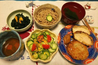 DSC_1451_0120夜-チキンソテー、豆腐ハンバーグ、サラダ、わかめ酢の物、蕎麦、お吸い物_400.jpg
