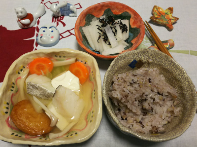 DSC_1468_0123夜-小豆ご飯。タラ鍋、大根サラダ_400.jpg