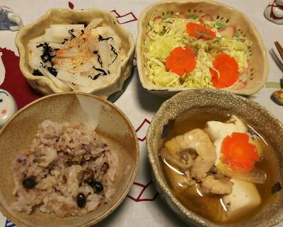 DSC_1521_0131夜-鶏鍋、キャベツサラダ、大根サラダ、小豆ご飯_400.jpg