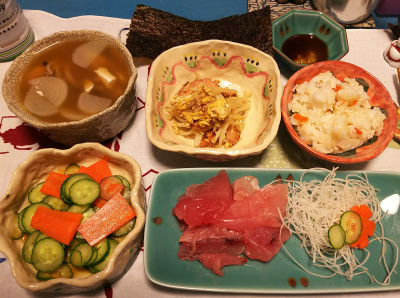 DSC_1575_0210夜-生ビンチョウマグロ、モヤシ焼き豚炒め、キュウリサラダ島からしあえ、大根スープ、すし飯、海苔_400.jpg