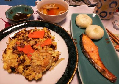 DSC_1582_0211夜-鮭焼き、小籠包、お好み焼き、スープ_400.jpg