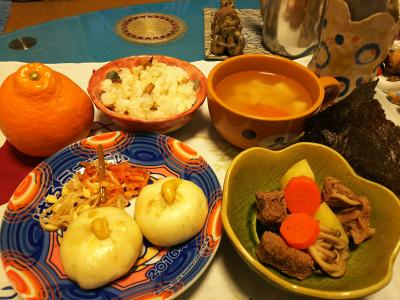 DSC_1588_0212夜-ビーフシチュー、豚まんナムル添え、豆腐お吸い物、すし飯と海苔、女の子_400.jpg