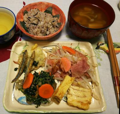 DSC_1663_0222夜-ハムとモヤシ炒め、卵焼き、ほうれん草胡麻和え、しんじょ、きびなご揚げ、お吸い物、牡蠣ご飯_400.jpg