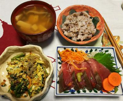 DSC_1667_0223夜-生鰹お刺身、ほうれん草卵とじ、豆腐お吸い物、小豆ご飯_400.jpg