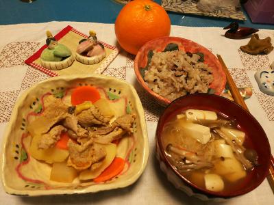 DSC_1674_0225夜-肉じゃが、豆腐のお吸い物、小豆ご飯、伊予柑_400.jpg