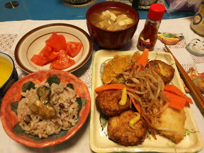 DSC_1722_0305夜-牡蠣ご飯、ミニ豆腐バーグ、鯵フライ、コロッケ、トマト、みそ汁、島がらし_400.jpg