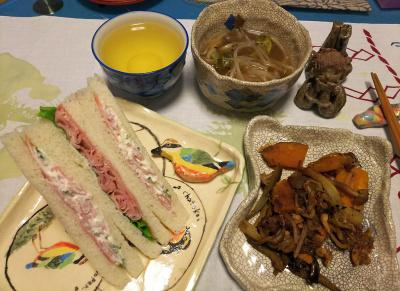 DSC_1907_0328夜-野菜炒め、モヤシスープ、ハムサンド_400.jpg
